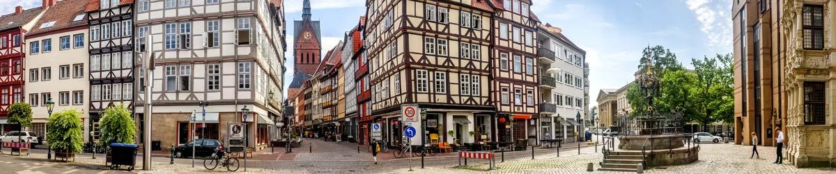 Fachwerkhäuser entlang der Strasse
