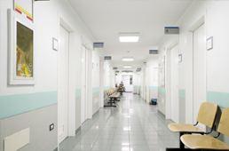 Krankenhaus Flur sehr sauber und hell